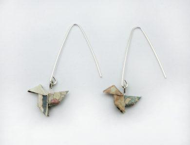 Pendientes de plata pajarita flores