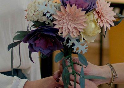 ramo de flores de papel para novias